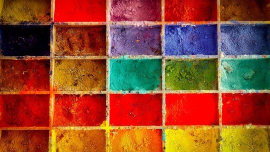 Jak dobrać kolor farby do wnętrza domu lub mieszkania?